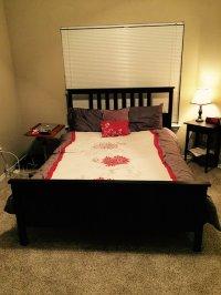 łóżko z dodatkami